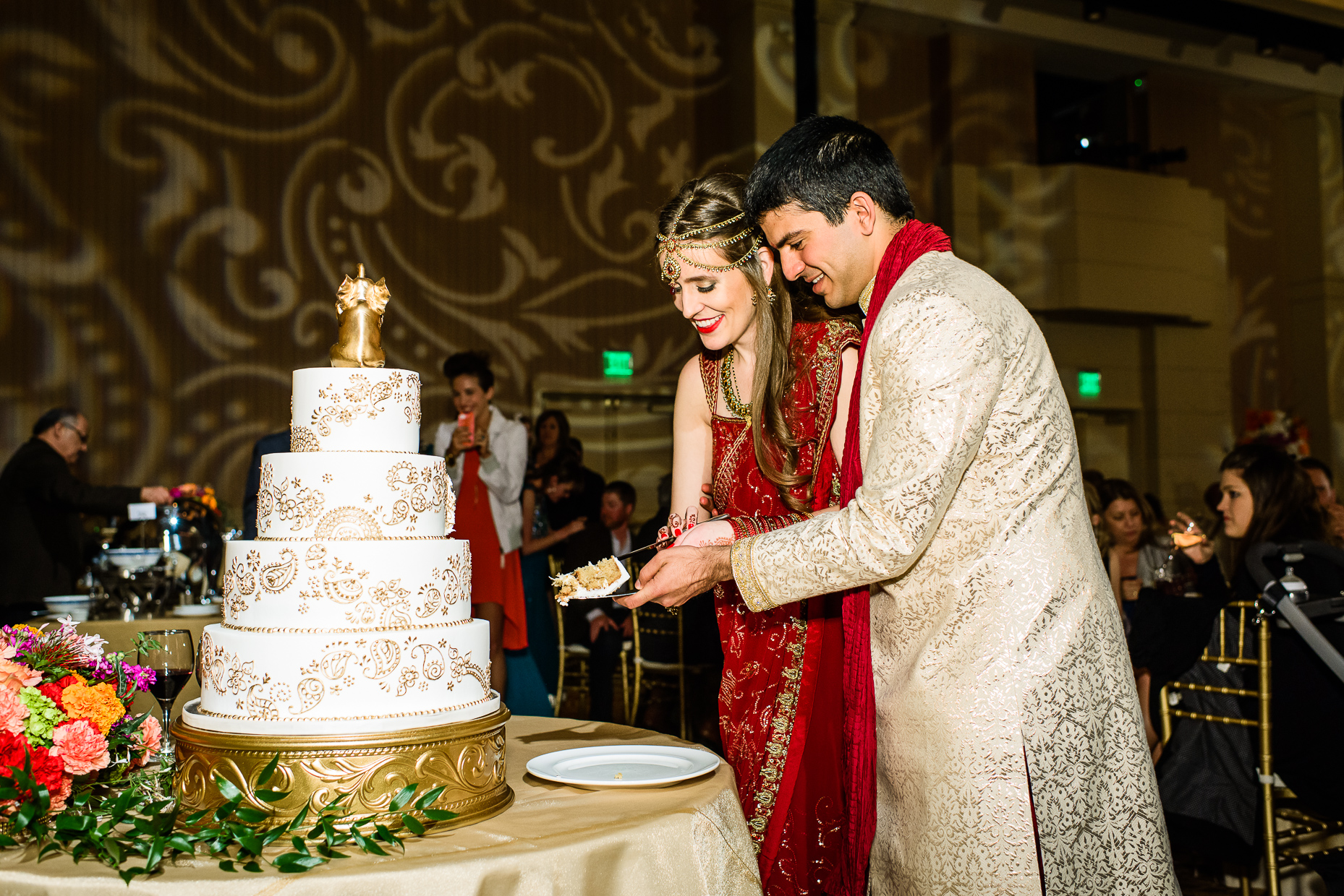 Austin-Indian-Wedding-Photographer-Lost-Pines-mehndi-cake-cutting