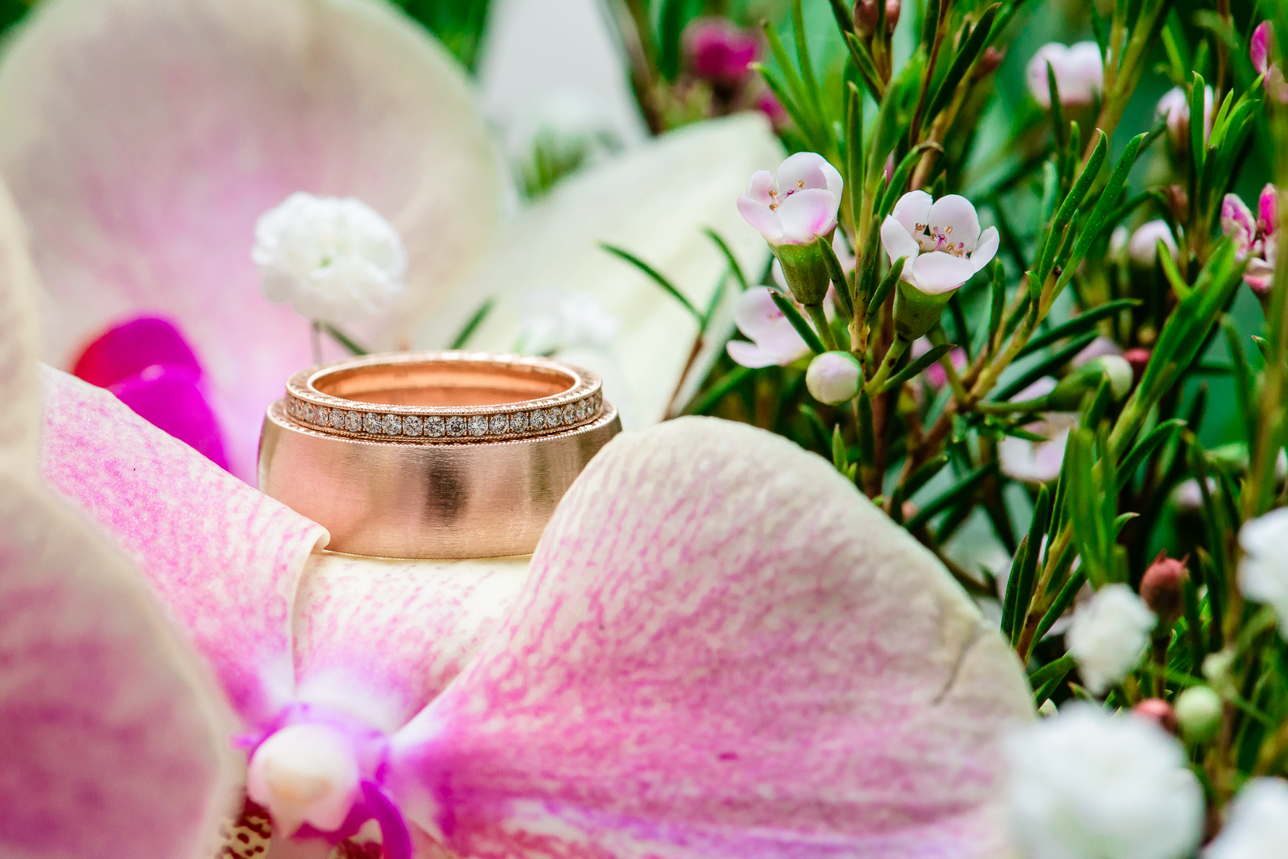 diamond-ring-gold-band-austin-wedding-photographer