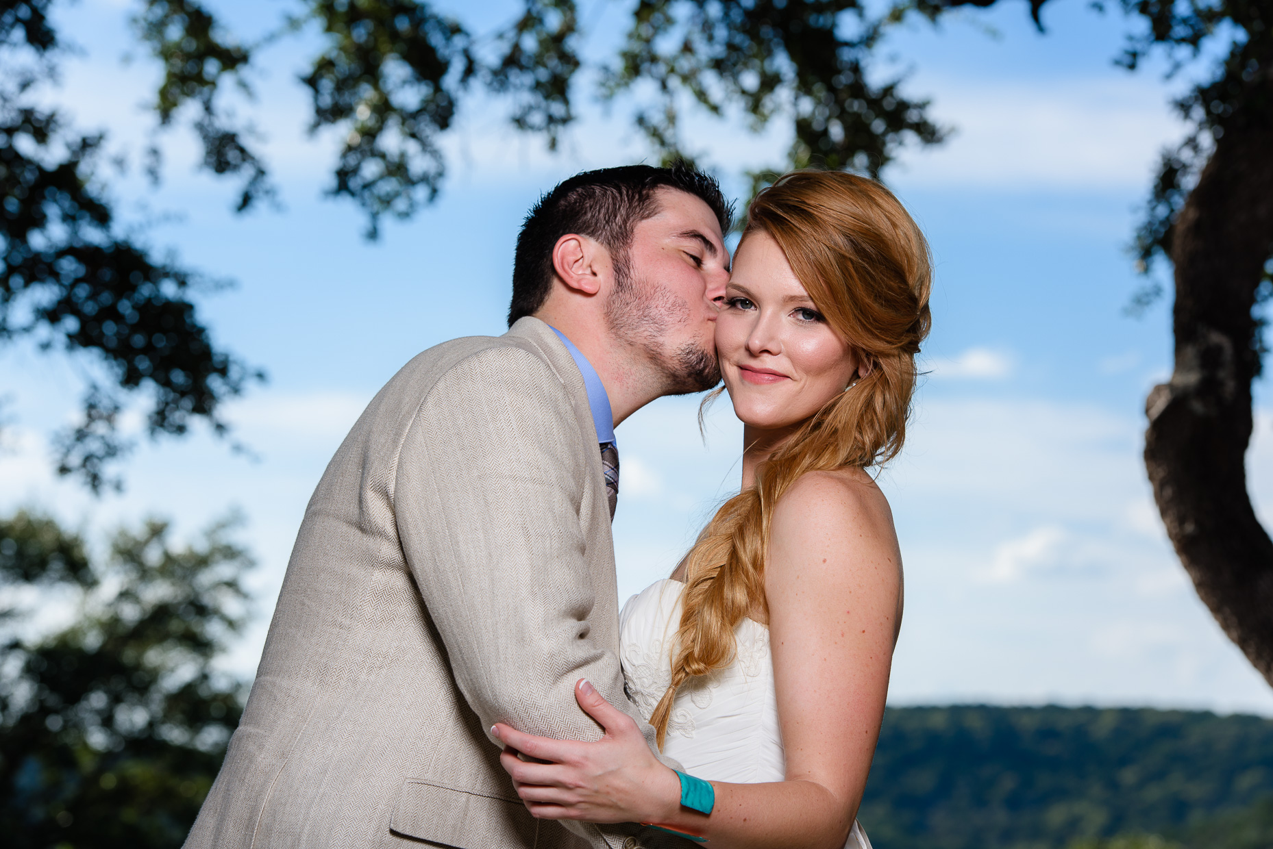 Groom-kisses-bride-austin-wedding-photographer-outdoor-texas