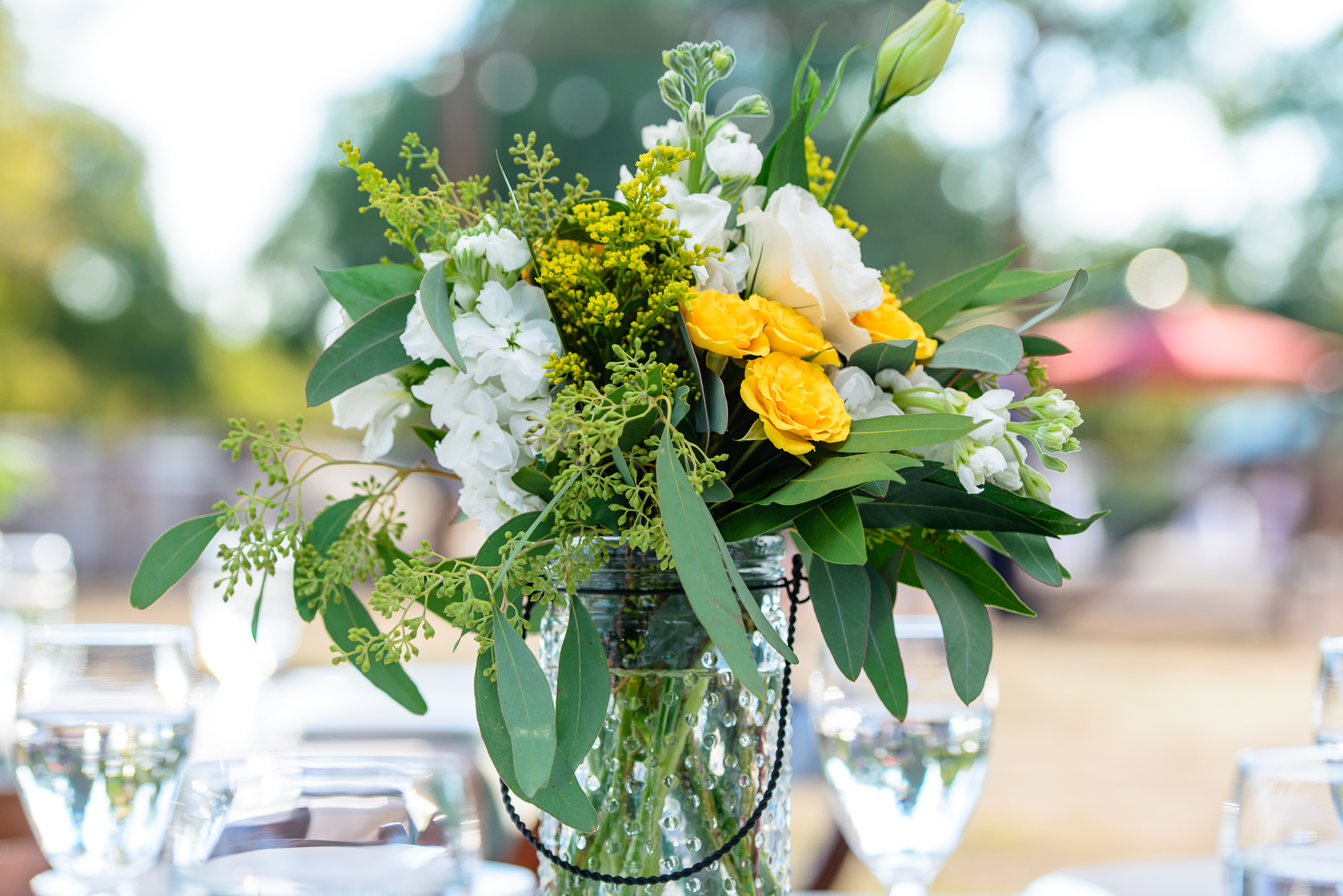 austin-wedding-photographers-flowers-white-yellow-outdoor