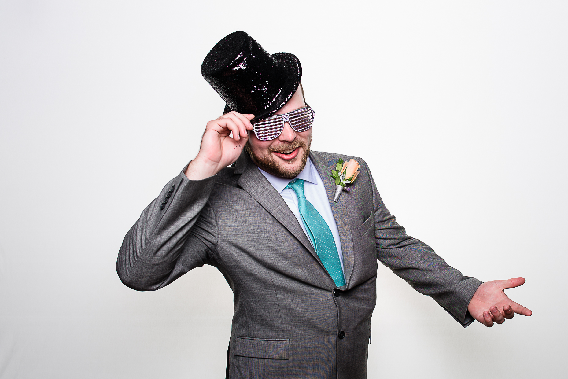 Austin-Wedding-Photographer-Top-Hat-Photo-booth-sunglasses