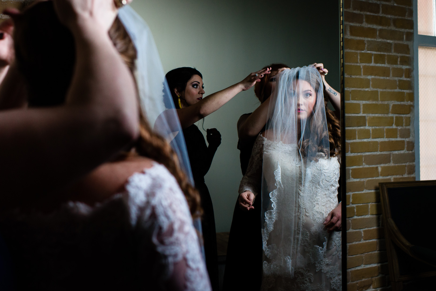 Austin-Wedding-Photographer-bride-getting-ready-san-antonio-zaza-gardens