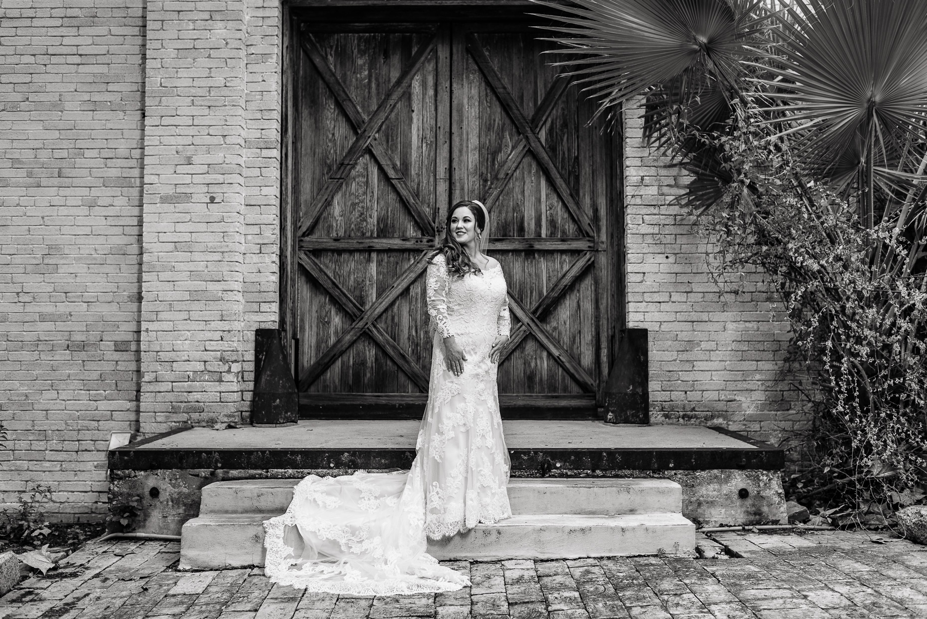 Austin-Wedding-Photographer-bride-portrait-fine-art-san-antonio-zaza-gardens