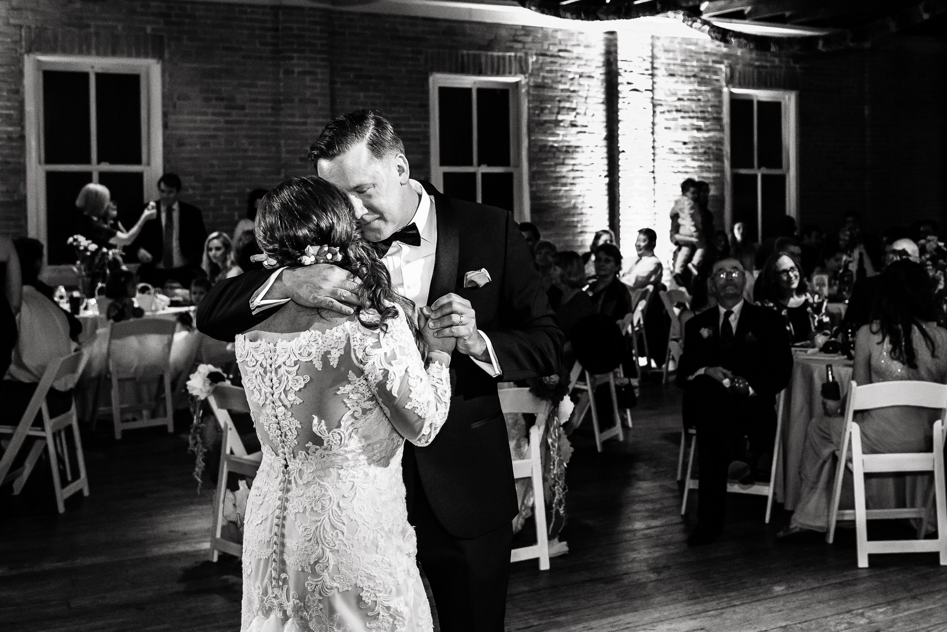 Austin-Wedding-Photographer-first-dance-love-lace-zaza-gardens