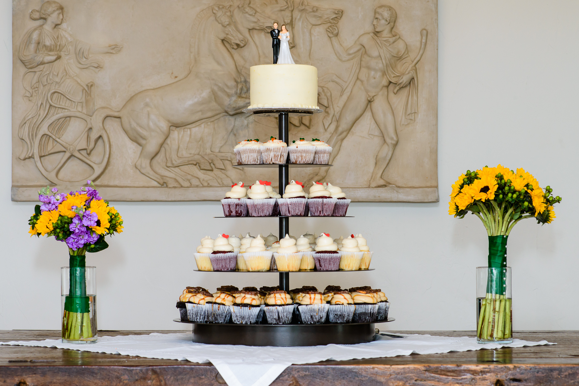 Austin-Wedding-Photographer-hacienda-del-lago-cupcakes-cake-topper