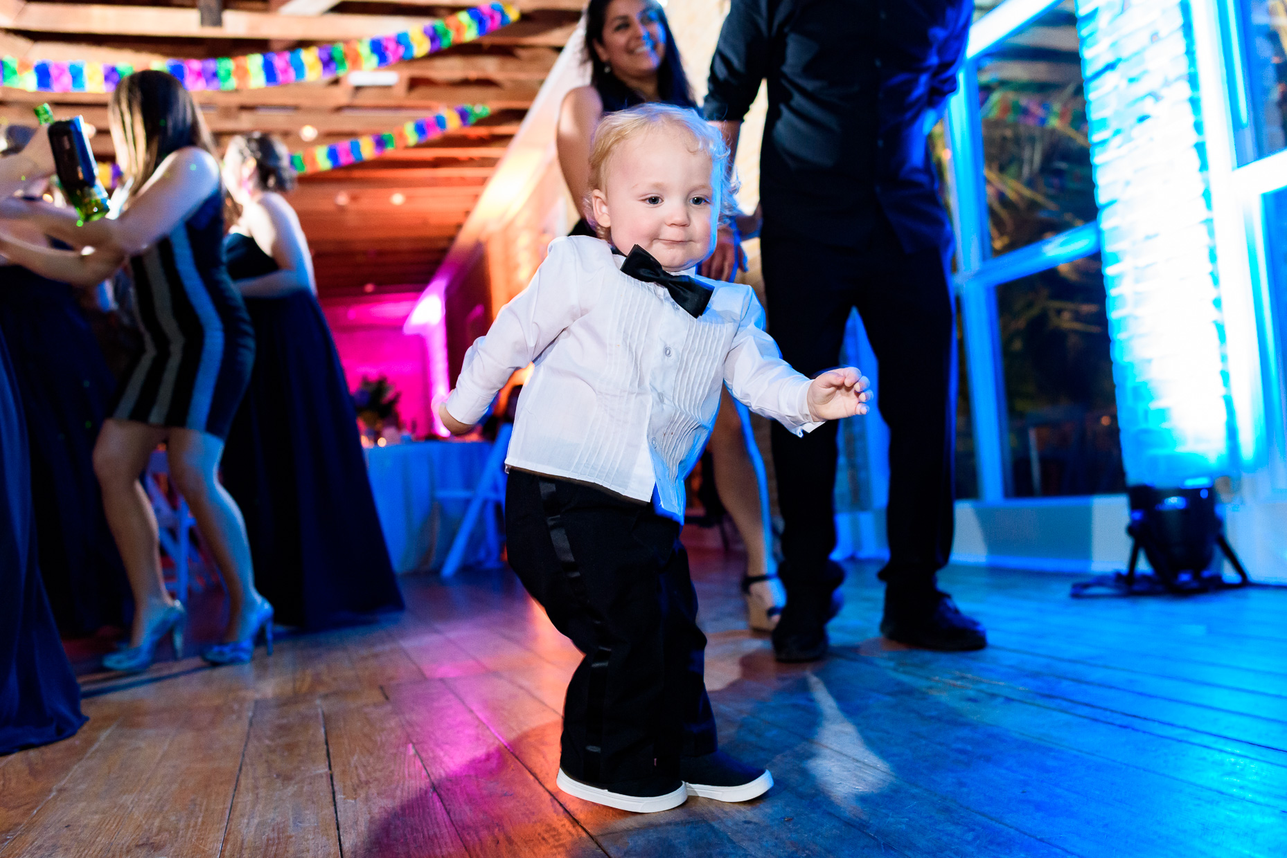 Austin-Wedding-Photographer-reception-kids-zaza-gardens-san-antonio-dancing
