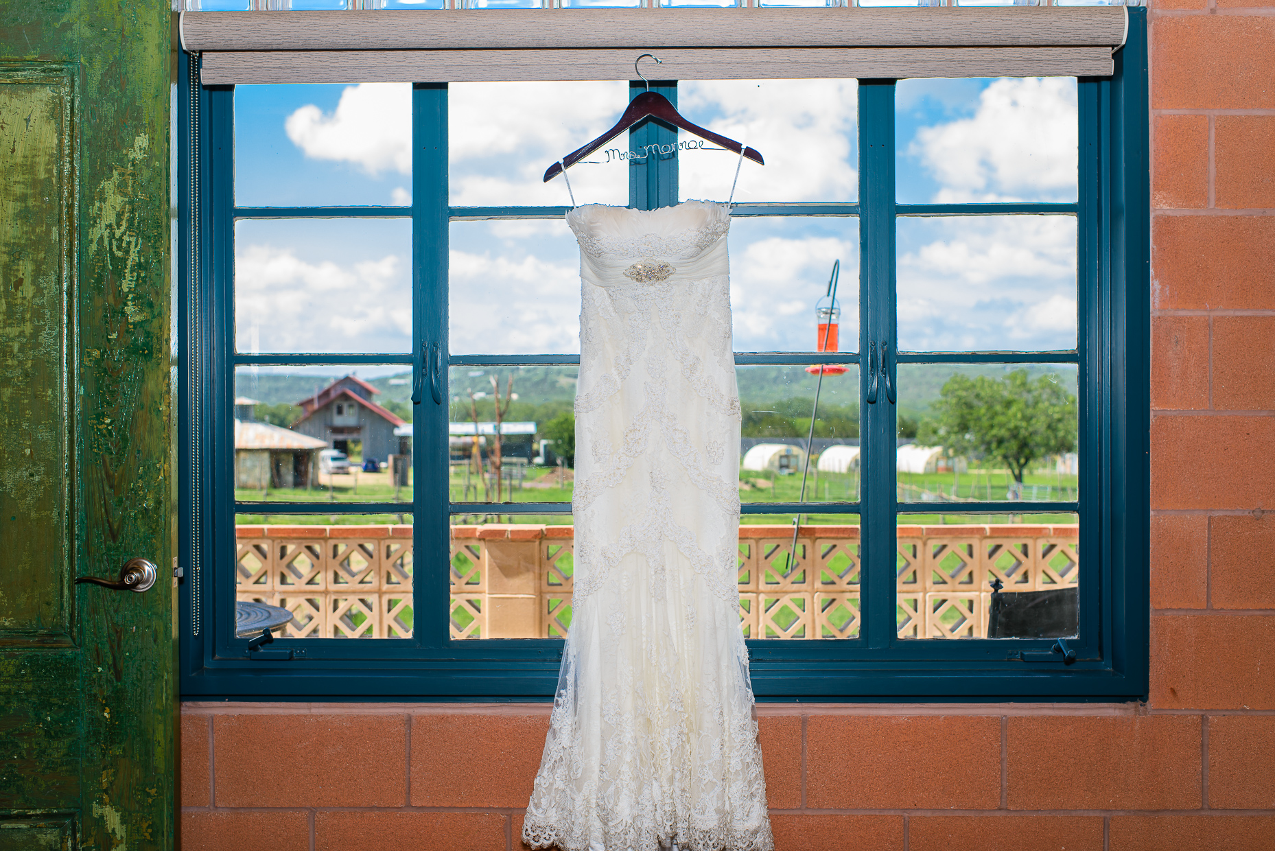 Austin-Wedding-Photographer-wedding-dress-montesino-ranch
