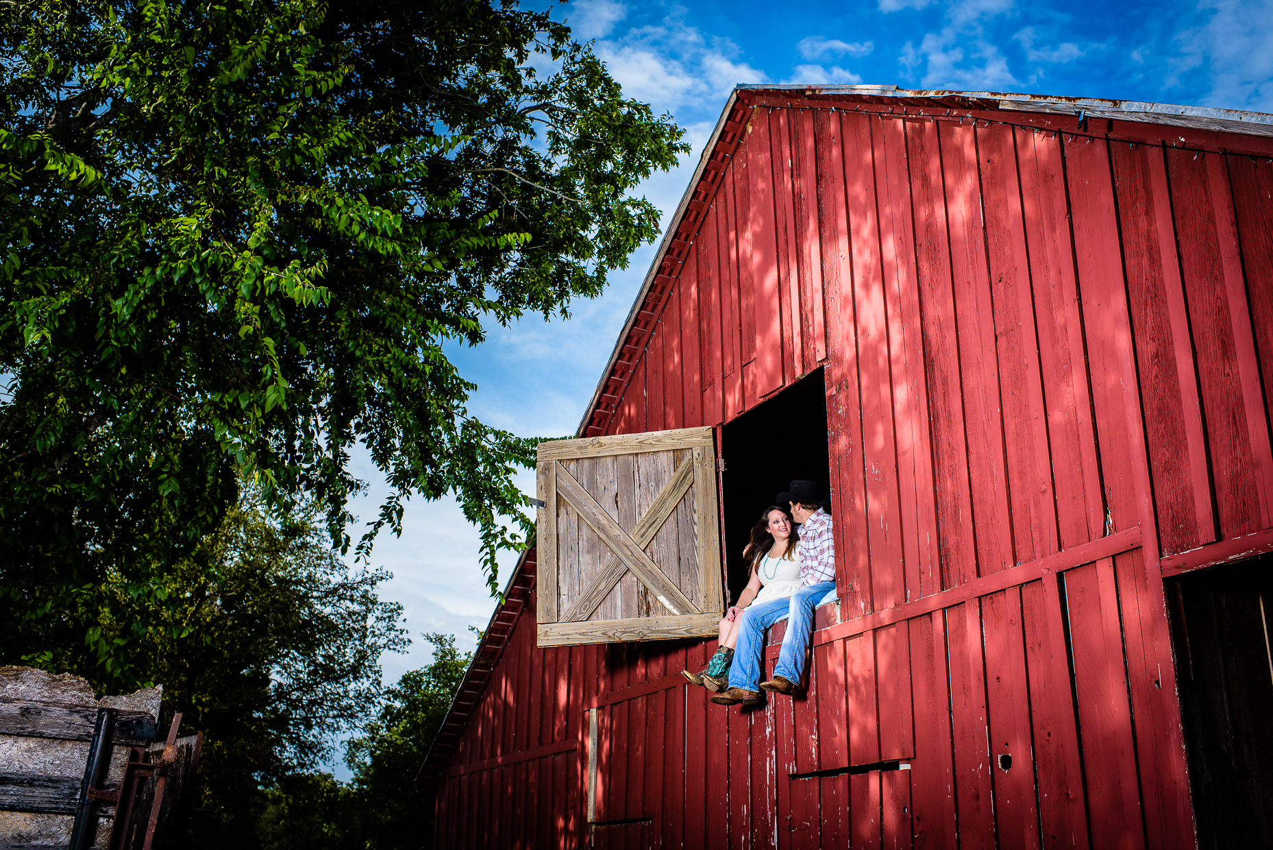 Austin-wedding-photographer-barn-rustic-engagement-photos