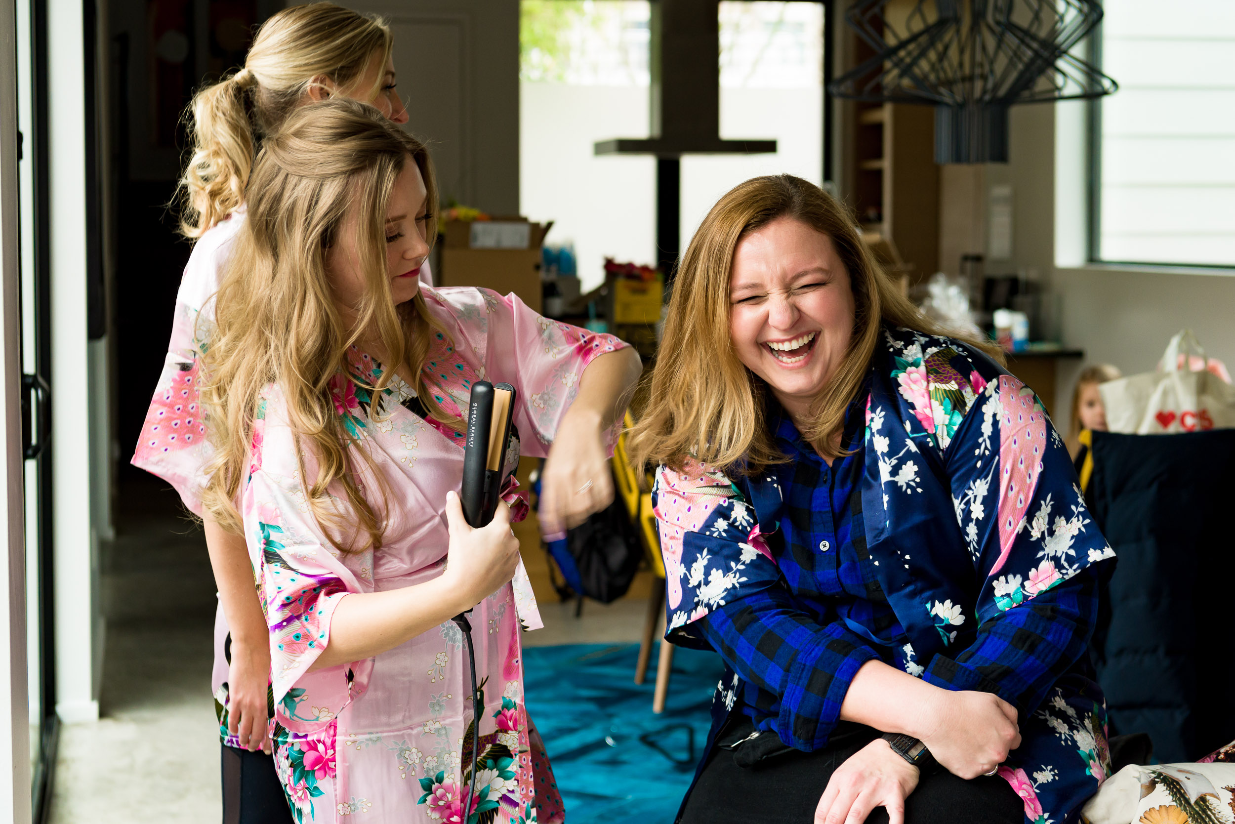 Austin-wedding-photographers-getting-ready-hair-bridesmaid-laughing