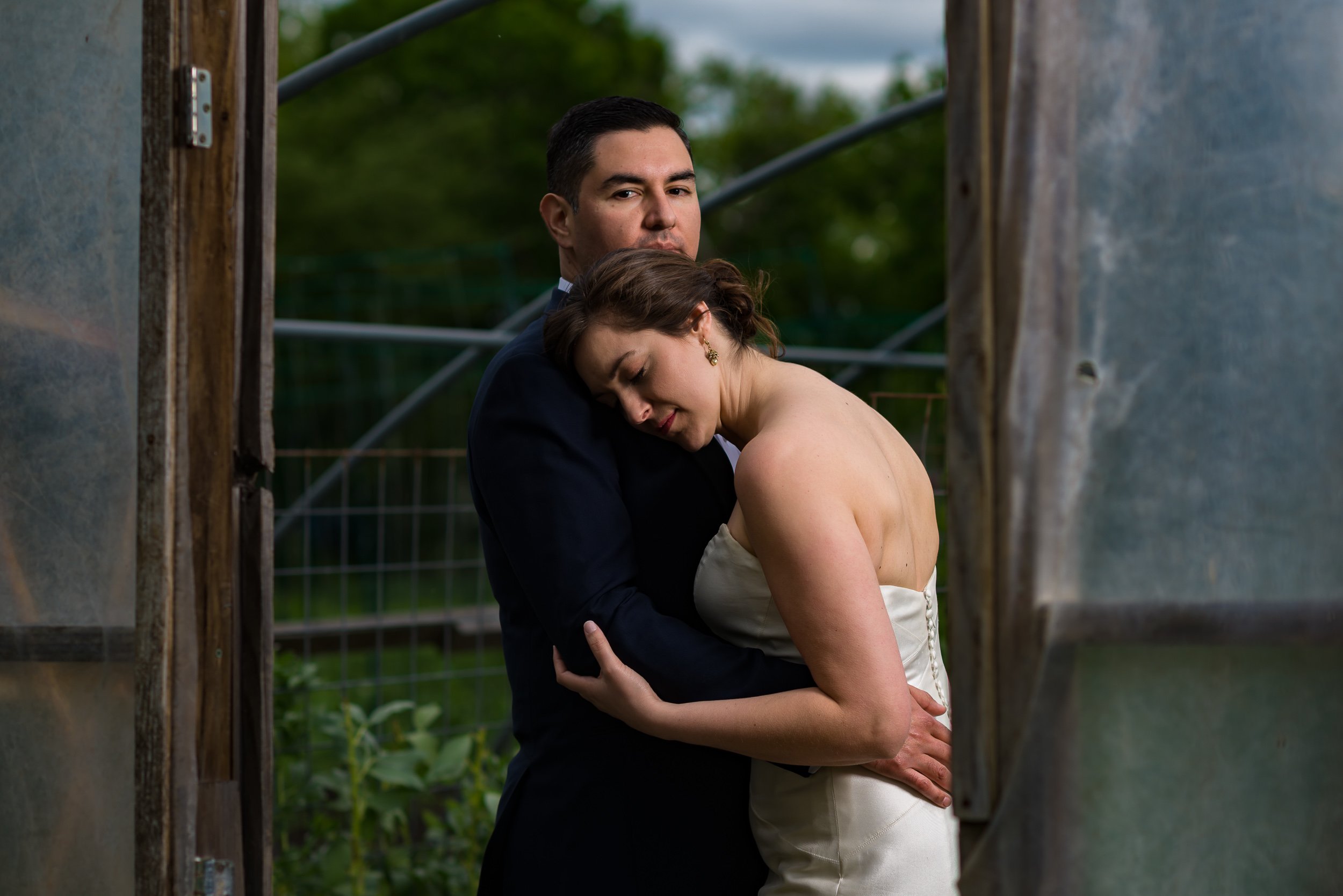 austin-wedding-photographers-east-eden-farm-portrait-embrace
