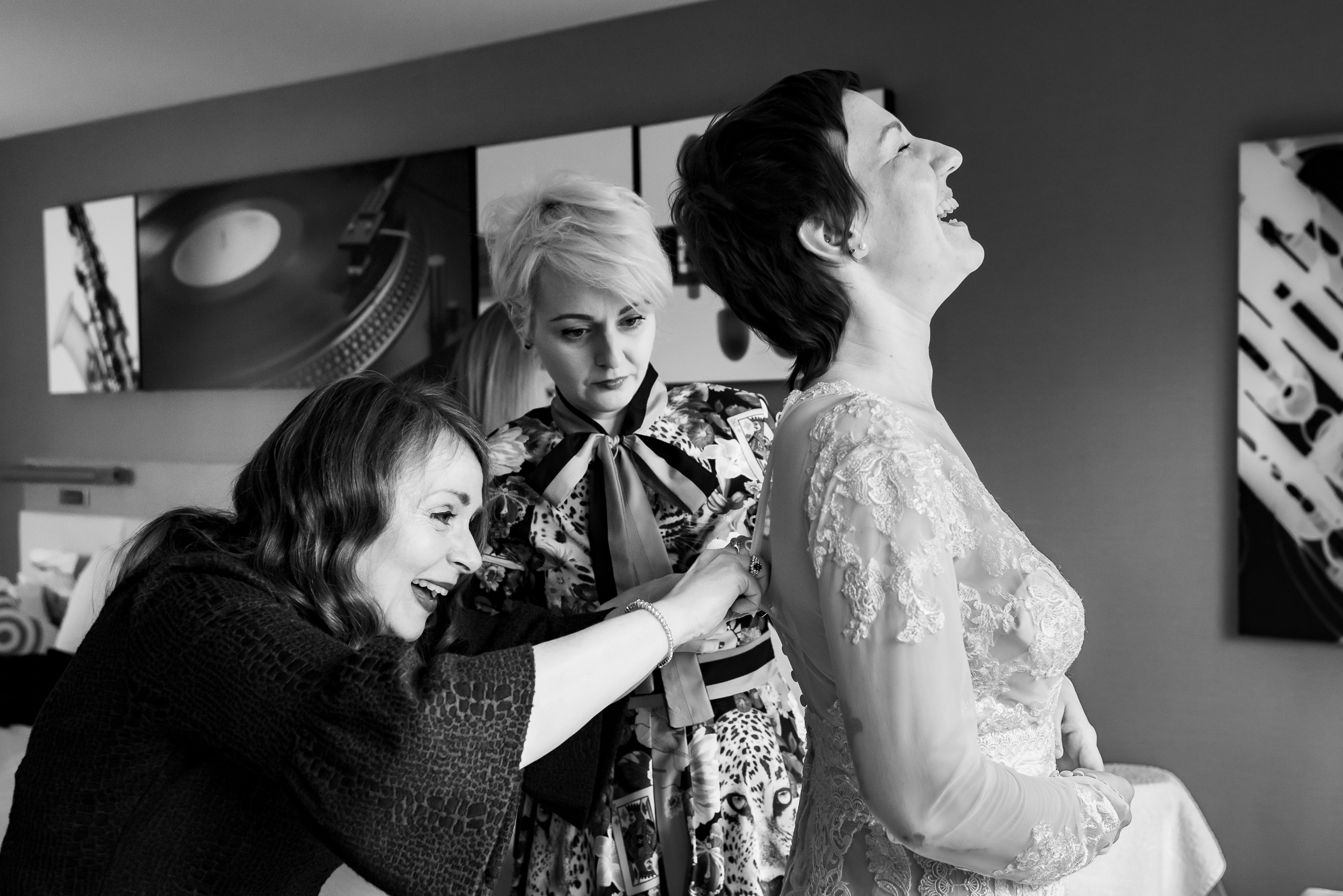 bride-getting-ready-family-hotel-austin-wedding-photographers-texas